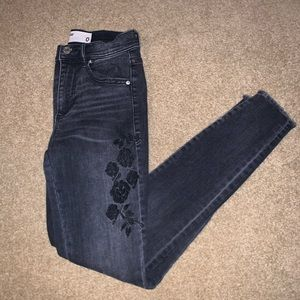 Black embroidered skinny jean.